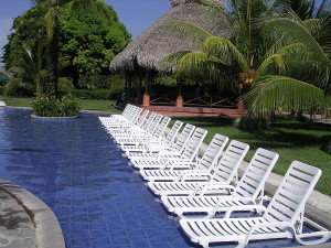 800px-Pool_at_the_Decameron_Resort_in_Panama_02