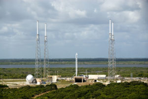 800px-Launch_pad_40_ready_for_Falcon_9_rocket